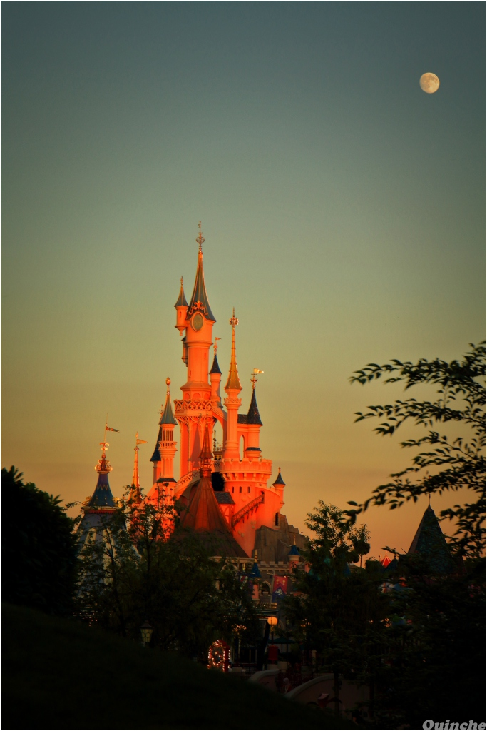 Château Disneyland Paris Golden Hour